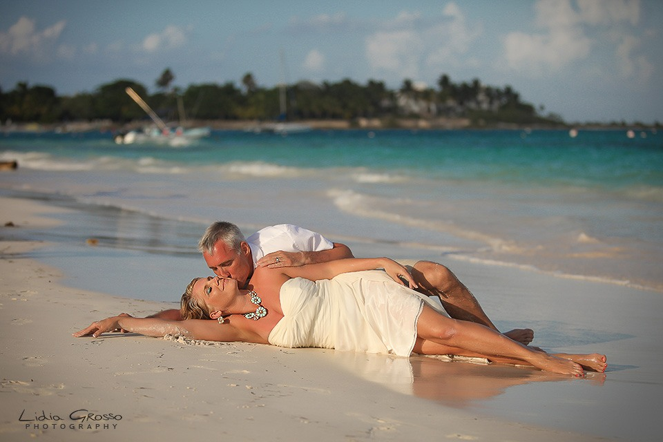 Beach sessions Cancun wedding photographer