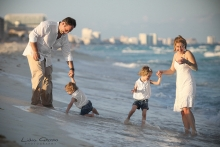 Cancun family photographer, Cancun family portrait photographer, Riviera Maya photographer, Beach portraits Cancun, Playa delfines family sessions, Lidia Grosso photography