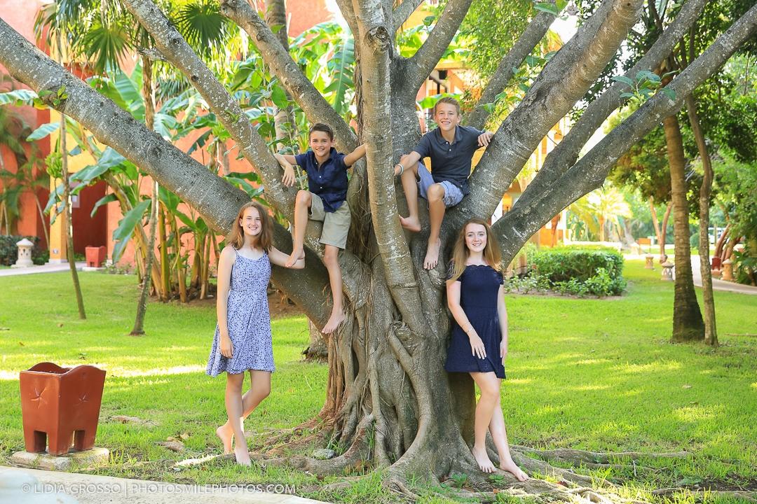 Barcelo Maya family reunion portrait Riviera Maya
