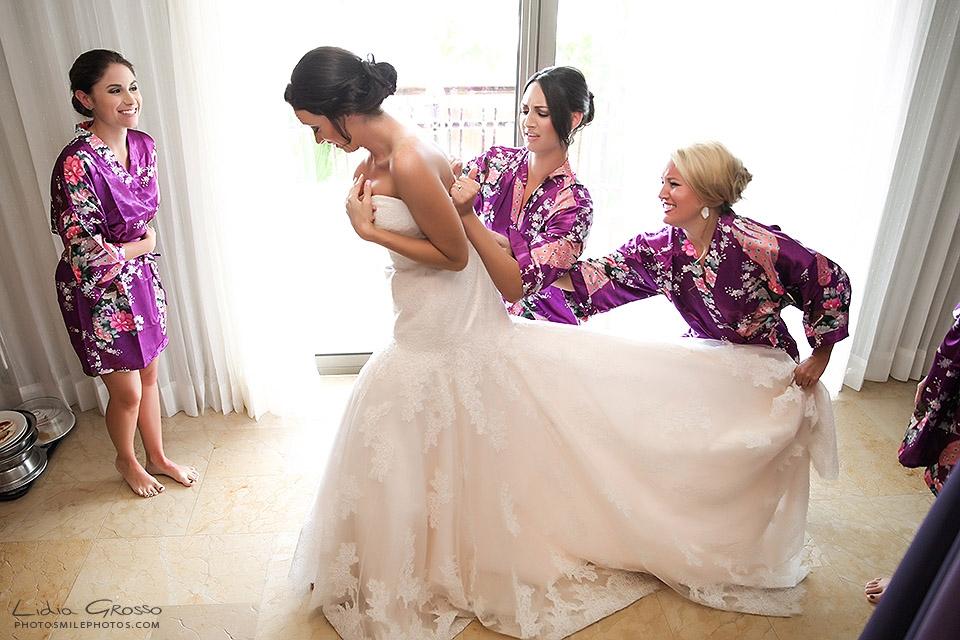 Cancun wedding photographer bride getting ready