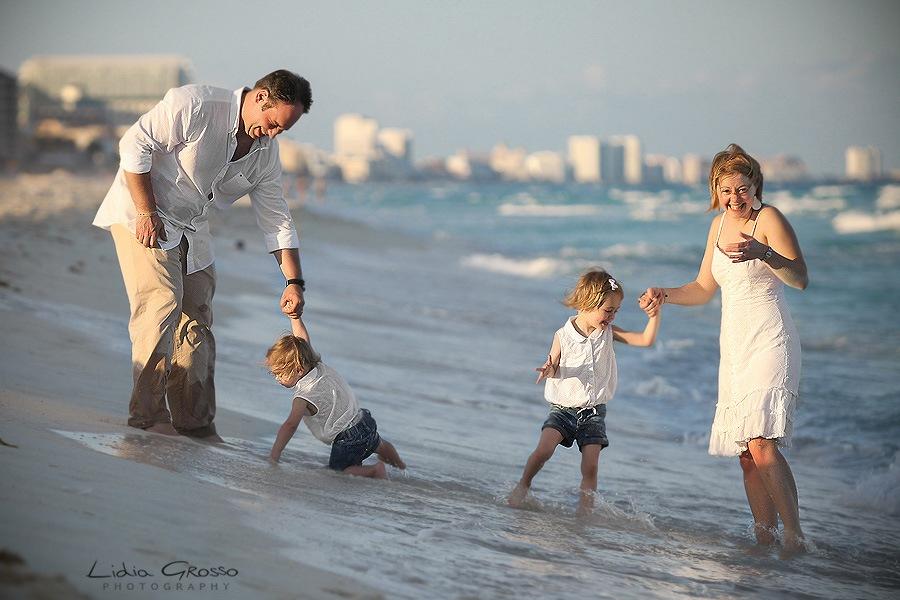 Cancun beach family portrait photographer