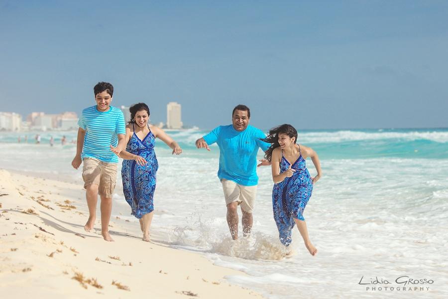 Family beach vacation photos Cancun