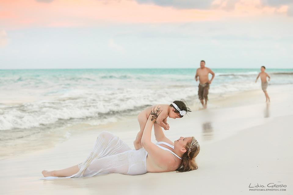 Cancun beach family Portraits photos