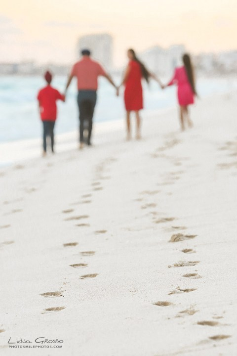 Indian family vacation portraits Cancun beach foot prints