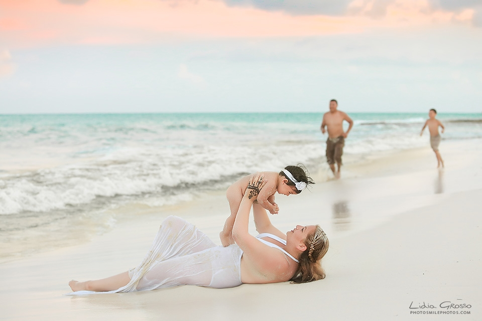Cancun beach family Portraits photos