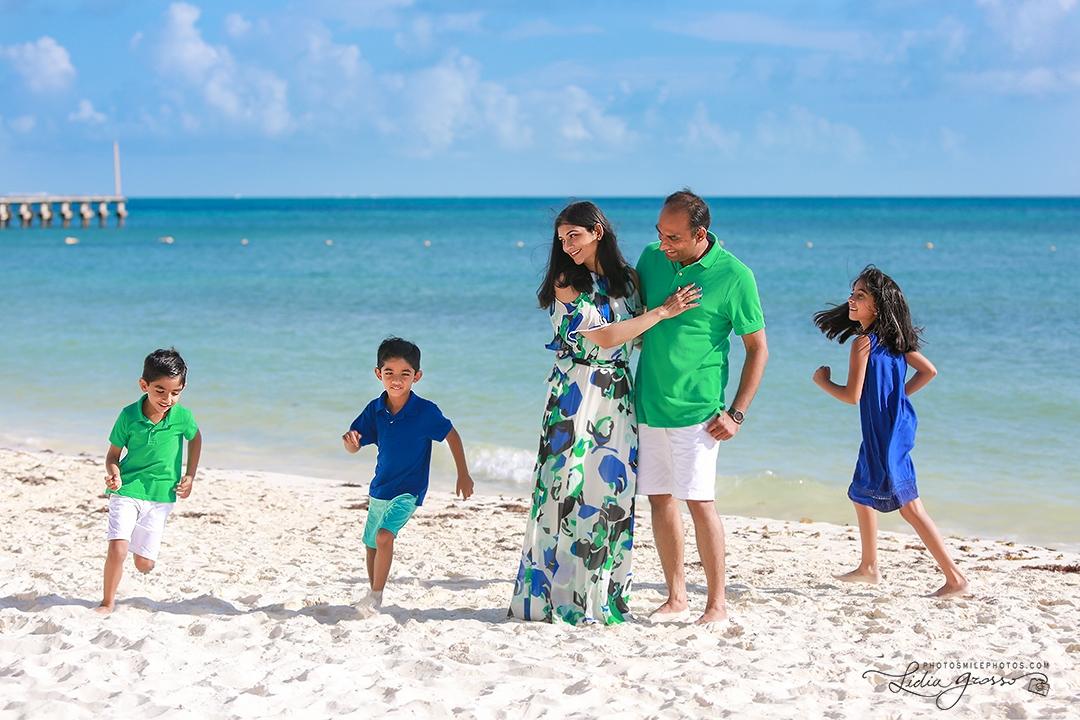 Fiesta Americana Coral Beach family portrait