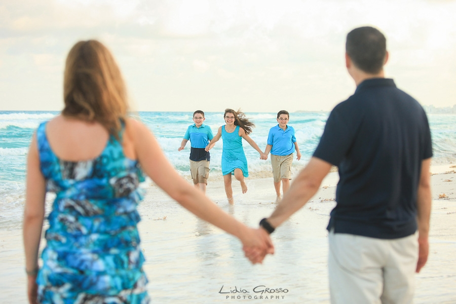 Family pictures Cancun, Cancun Family Photographer, Cancun beach portraits, Family Portraits Cancun and Riviera Maya, Maternity pictures Cancun, Maternity beach photo shoots Cancun, Lidia Grosso Photography, Fotografo de familias Cancun, Fotografia en la playa Cancun, Retratos de Familias Cancun, fotografos profesionales Cancun
