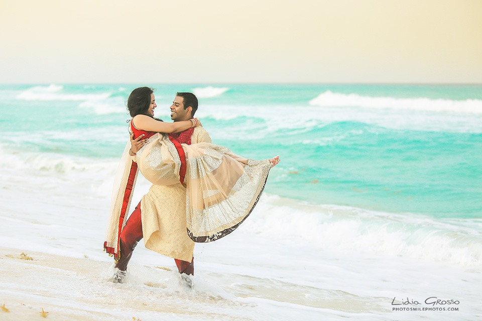 Indian weddings Cancun, Cancun Photographer, Cancun Couples Portraits, Cancun Engagements sessions, Beach Portraits Cancun, Lidia Grosso Photography